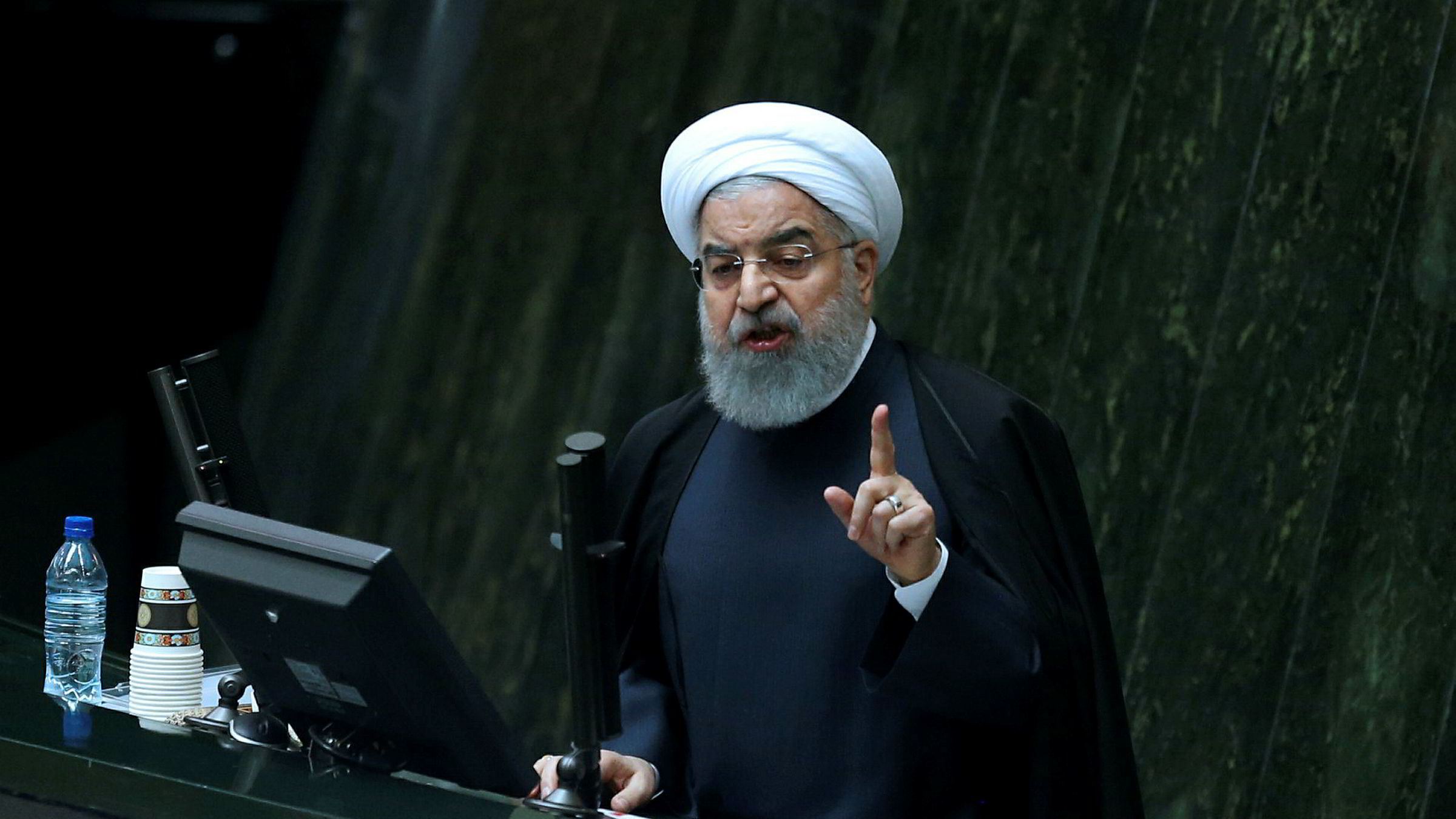 President Hassan Rouhani ble gjenvalgt i mai. Her er han avbildet tidligere denne måneden under framleggelsen av neste års statsbudsjett.