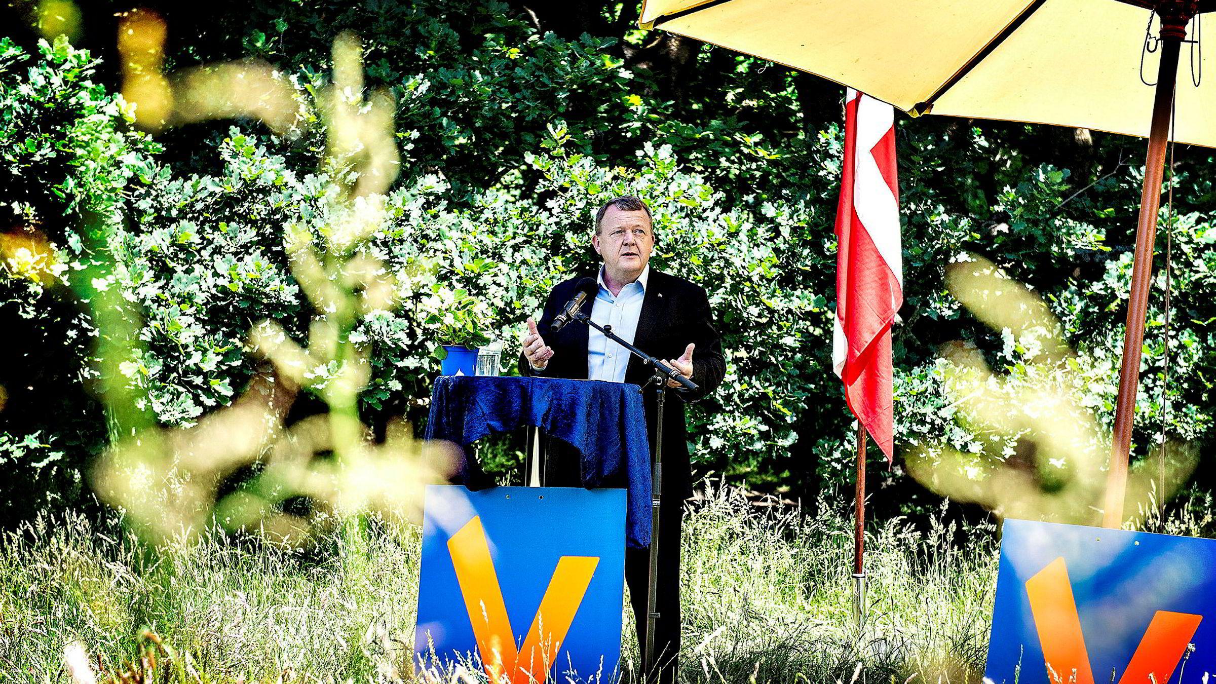 Danmarks statsminister Lars Løkke Rasmussen brukte nasjonaldagen tirsdag til å true migranter med opphold på et «ikke spesielt attraktivt sted».