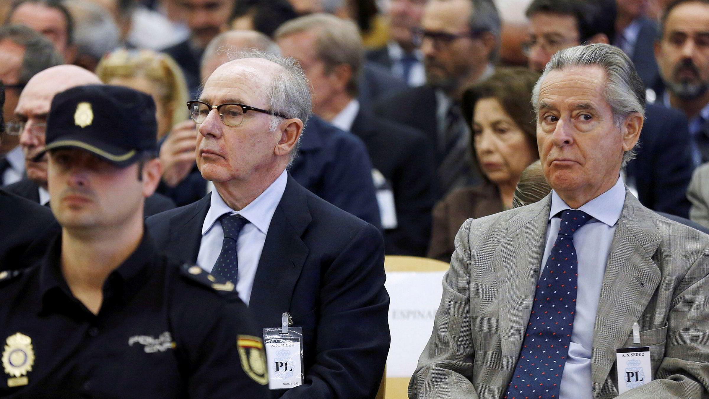 Rodrigo Rato, tidligere IMF-sjef og toppleder i den spanske storbanken Bankia (t.v.) og tidligere styreleder Miguel Blesa i Caja Madrid da rettssaken startet i september i fjor.