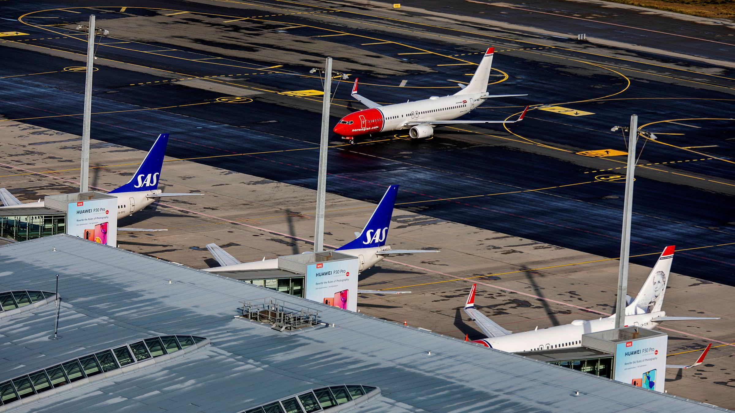 Koronaviruset trekker Oslo Børs ned, og flyaksjene er i fritt fall.