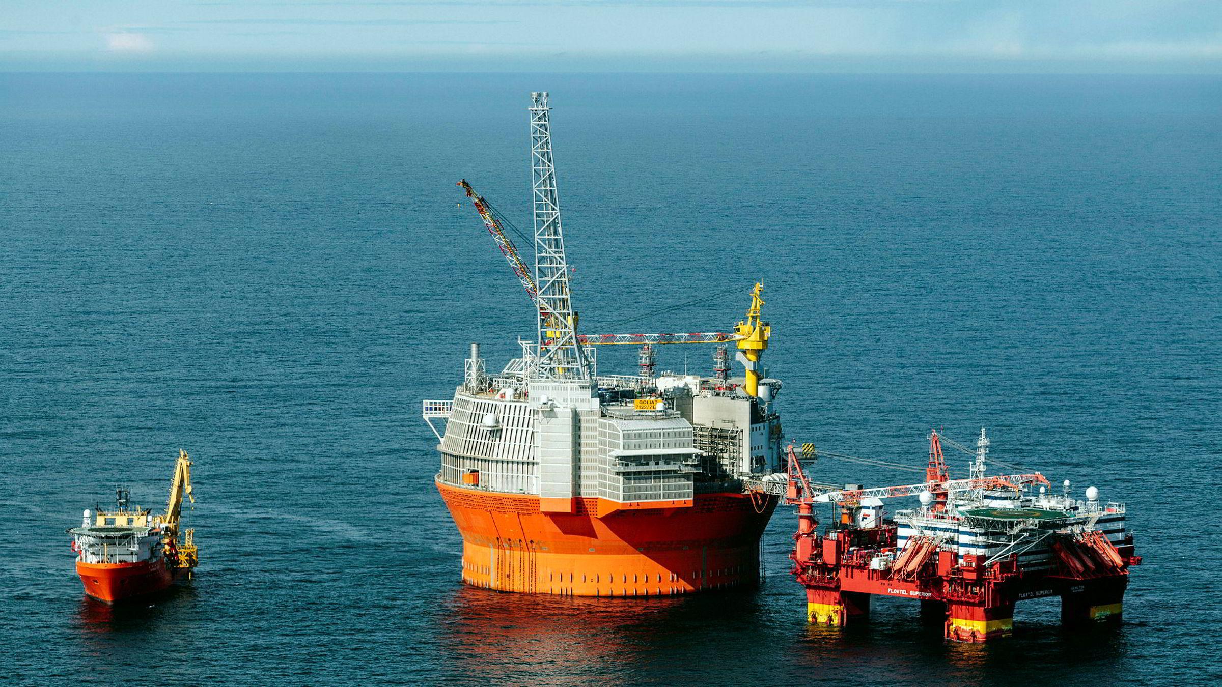 Goliat-plattformen har vært forfulgt av en nærmest endeløs rekke problemer, men olje- og energiminister Terje Søviknes mener at feltet, tross problemene, til syvende og sist vil gi positiv avkastning på investert kapital.