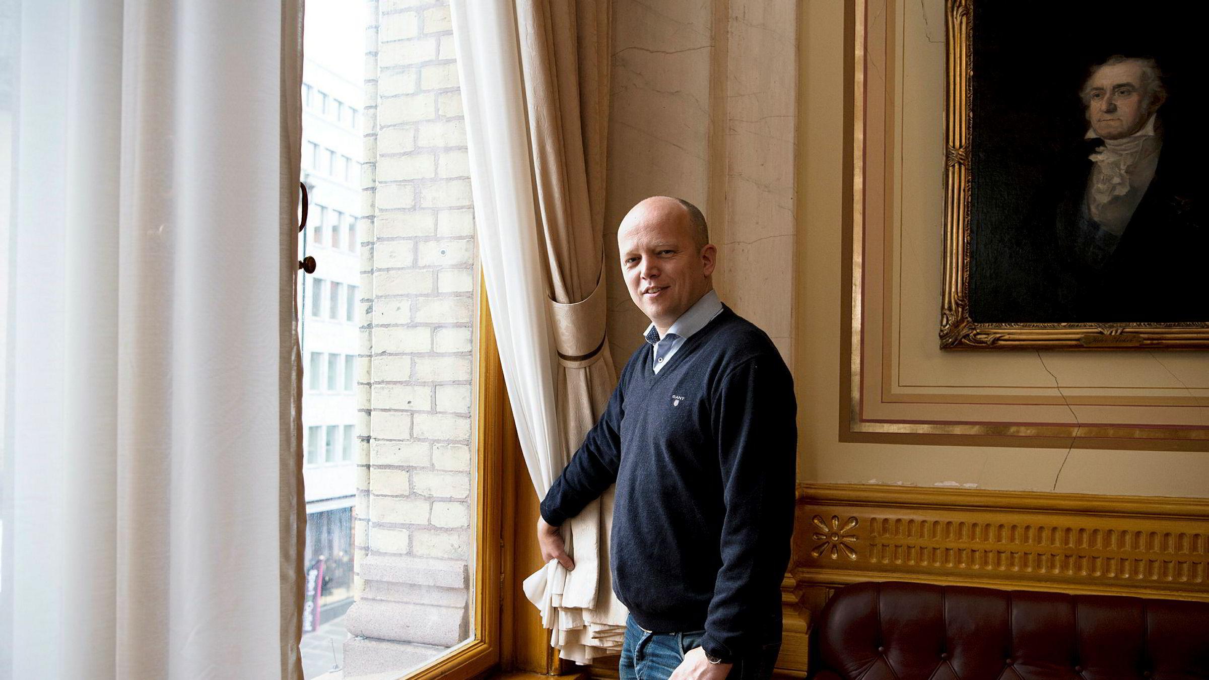Sp-leder Trygve Slagsvold Vedum oppfordrer til å kjøpe norsk i butikken for å hjelpe næringslivet ut av krisen. Så får vi for sjømatnæringens skyld håpe politikere i andre land ikke følger etter.