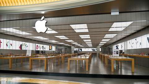 Det er på grunn av Covid-19 at Apple nå stenger butikkene i flere land.