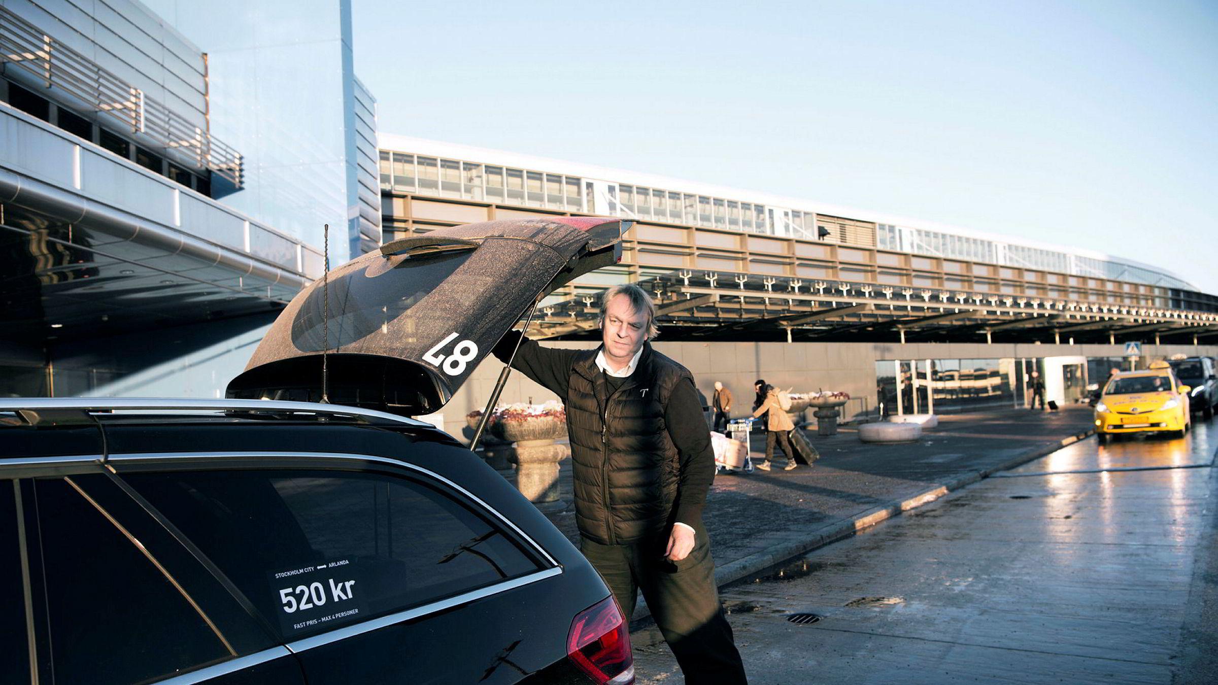  Taxiselskapet Topcab i Stockholm har spesialisert seg på et dyrere segmentet enn andre konkurrenter og sjåfør Joakim Thorild har faste kunder i næringslivet. – De forteller om en mer positiv stemning, sier han.