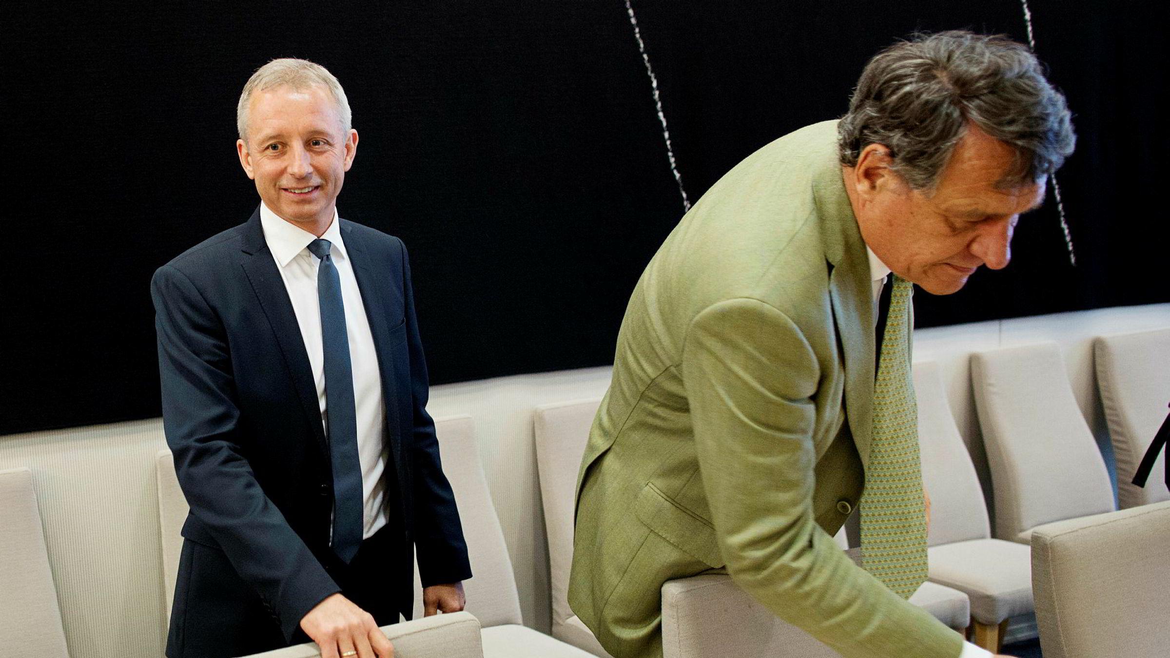 Økokrim henlegger siktelsen om grov korrupsjon mot Vimpelcoms tidligere administrerende direktør, Jo Lunder (til venstre). Her sammen med sin advokat Cato Schiøtz