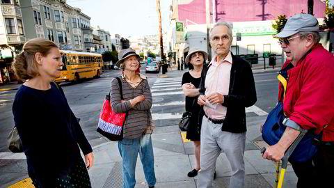 Lokalhelten. Ed Masons utrettelige kamp mot San Franciscos Google-busser beundres og støttes av naboene som har bodd lenge i byen. Her har han støtt på Sarah Boyle (fra venstre), Phoebe Cutler, Ozzie Rohm og Bob Planthold under morgenpatruljen.