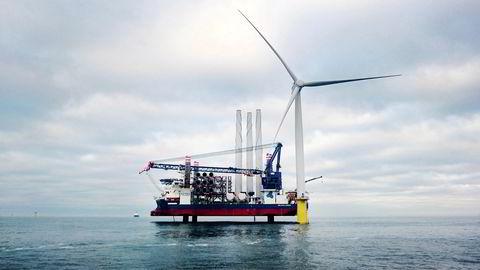 Første turbin er installert i Dudgeon-prosjektet utenfor Skottland.