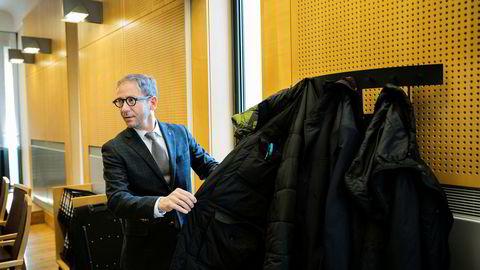 Advokat Rasmus Dannevig Woxholt, som representerer den siktede bonden i Gartnerhallen-saken, avviser at hans klient har lagt utilbørlig press på den tidligere regnskapssjefen i frukt- og grøntselskapet.