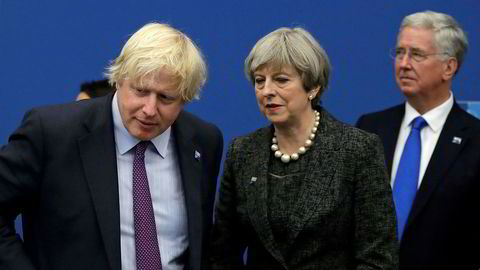 Utenriksminister Boris Johnson forlot Theresa Mays regjering mandag. Deretter brøt et politisk kaos løs.