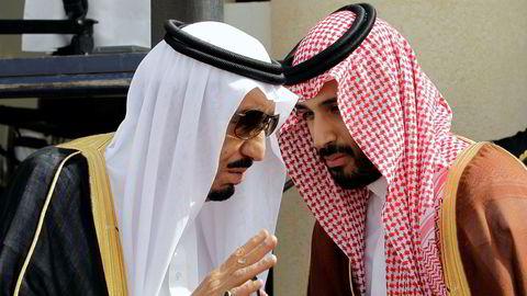 Saudi-Arabias kong Salman skriver historie når han i oktober skal reise til Russland for å diskutere situasjonen i Syria, Qatar-blokaden og oljeproduksjon sammen med Russlands president Vladimir Putin. Her sammen med sin sønn, kronprins Mohammed Salman.