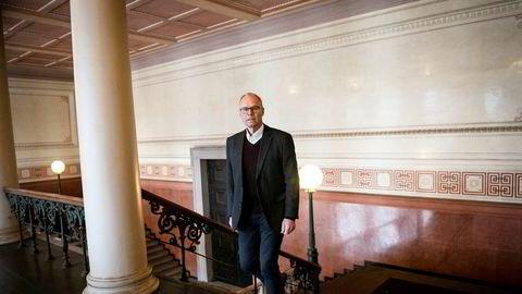 Jusprofessor og ekspert i forvaltningsrett, Hans Petter Graver, mener utlendingsmyndighetene nå må undersøke hundrevis av avslag på familiegjenforening for ektefeller.