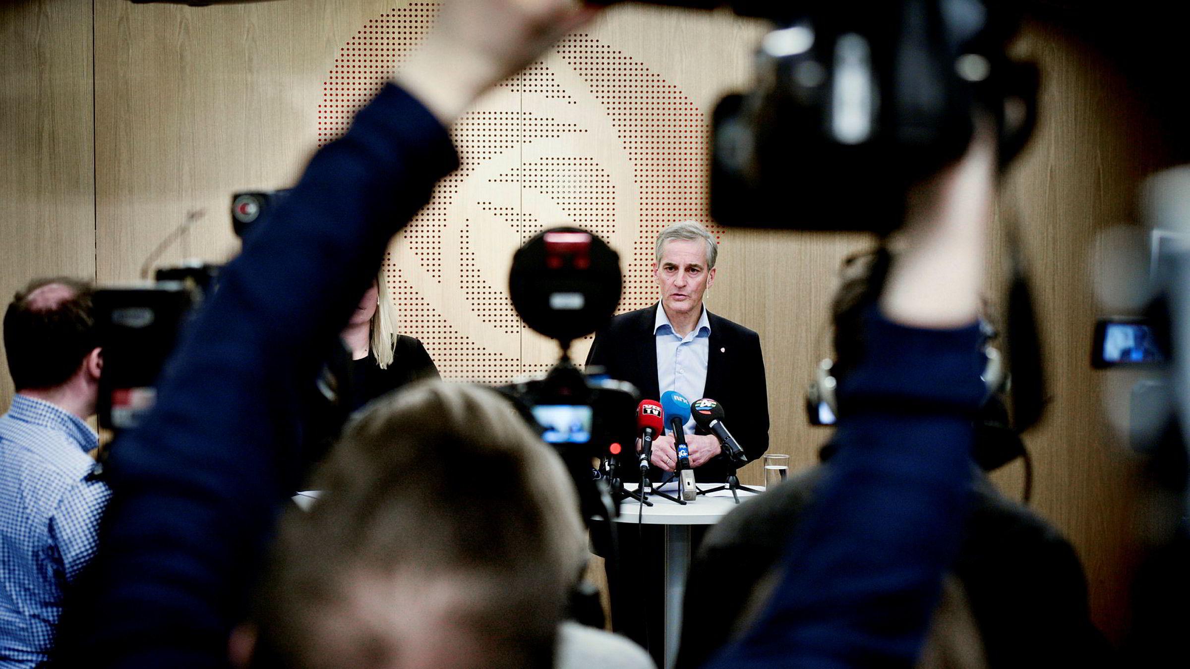 Arbeiderpartileder Jonas Gahr Støre og partisekretær Kjersti Stenseng på pressekonferanse etter sentralstyremøte i Arbeiderpartiet.