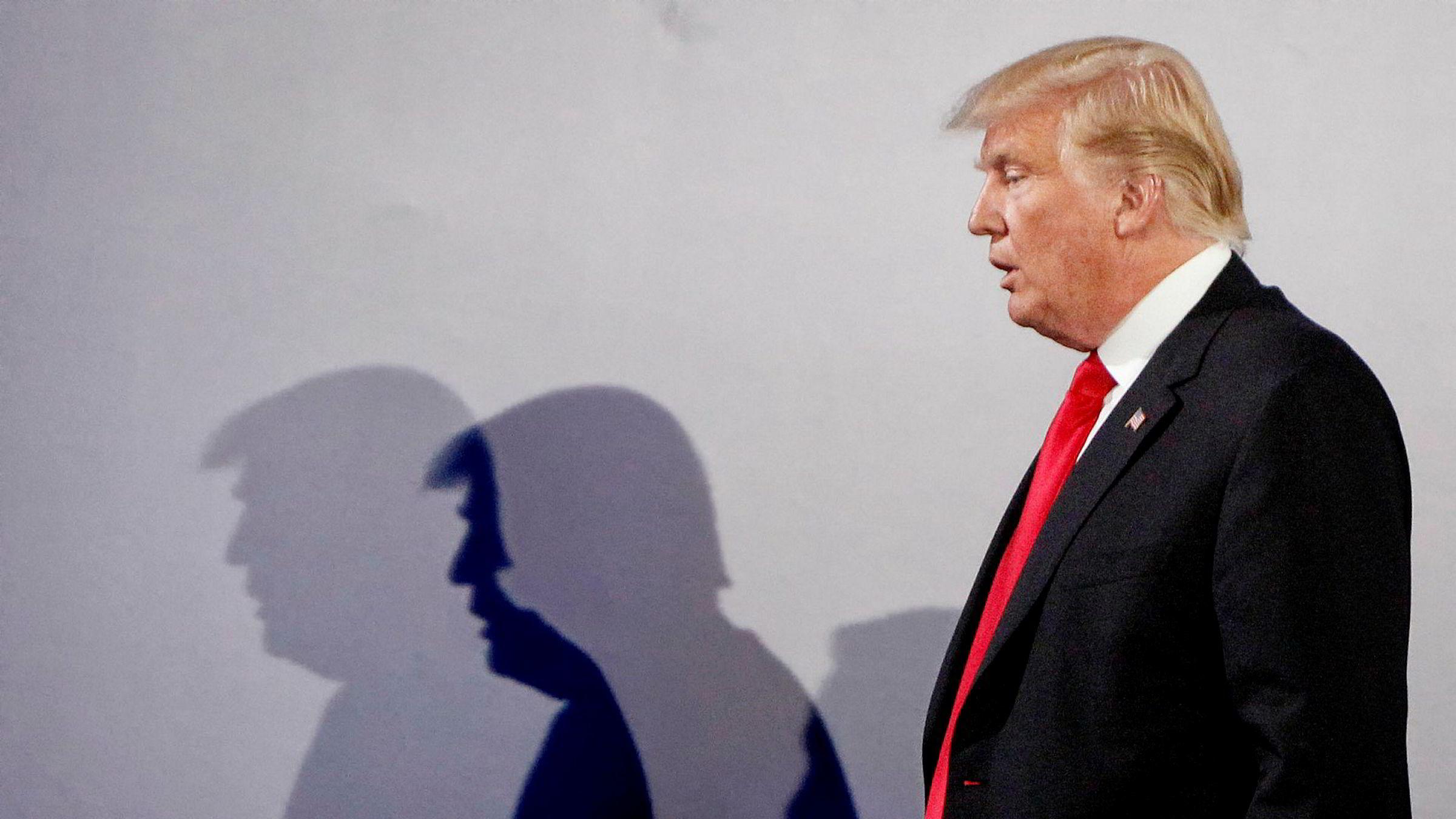 Makt kan også gå ledere til hodet; de kan føle at de kontrollerer mer enn det de reelt gjør, og de kan overvurdere seg selv og sine handlinger, noe USAs president Donald Trumps gjøren og laden stadig minner oss på, enten det er på Twitter eller fra talerstoler.