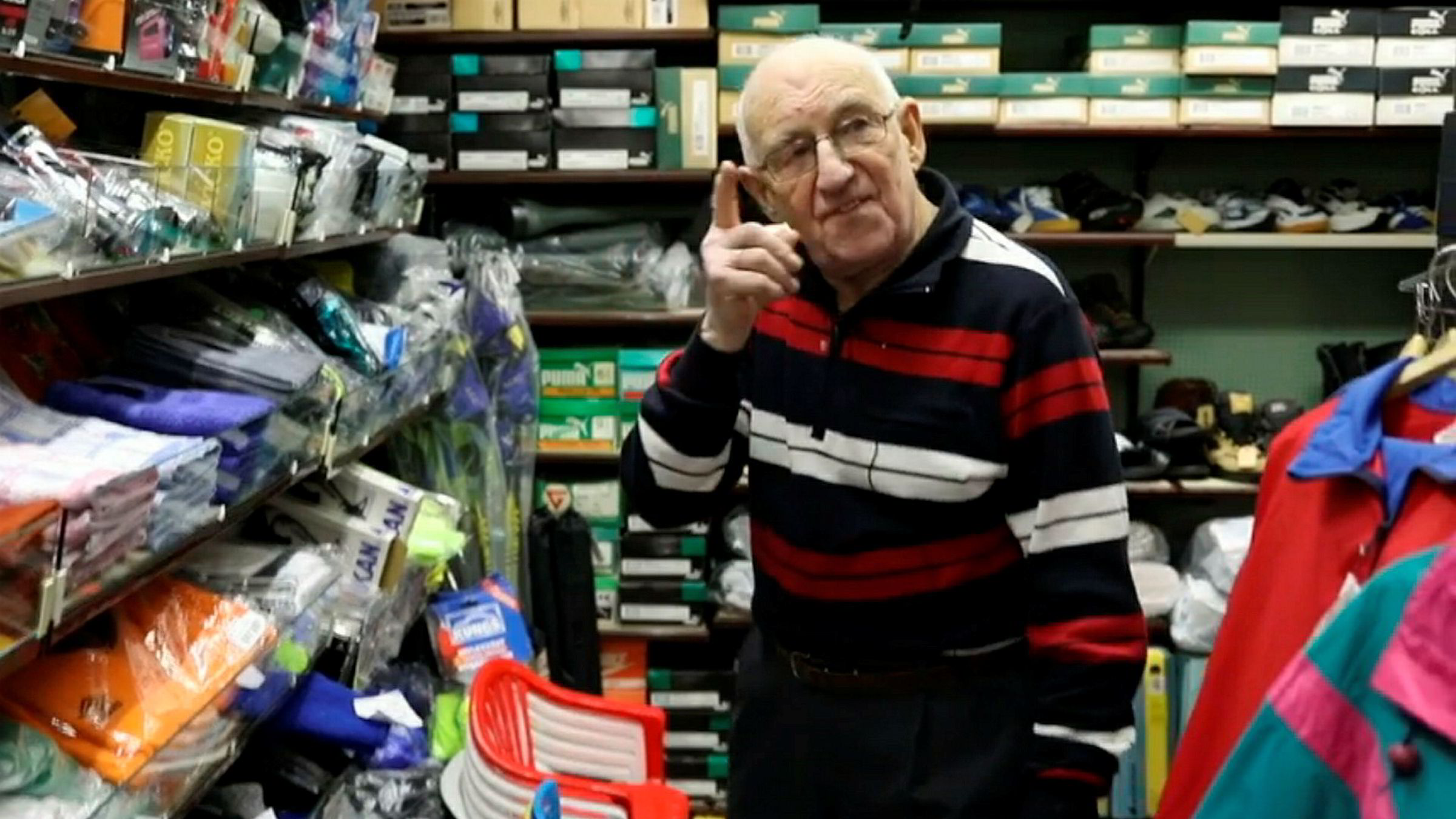 Bjørn Nergaard (88) har styrt butikken i Berlevåg i 70 år.