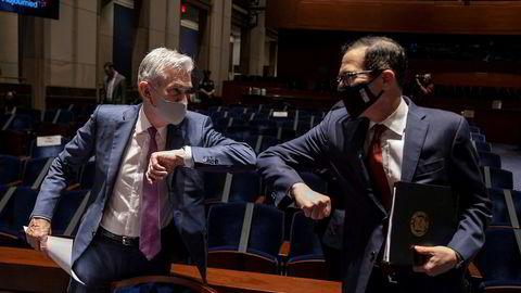 Fed-sjef Jerome Powell (t.v.) og USAs finansminister Steven Mnuchin på en høring i Kongressen i sommer.