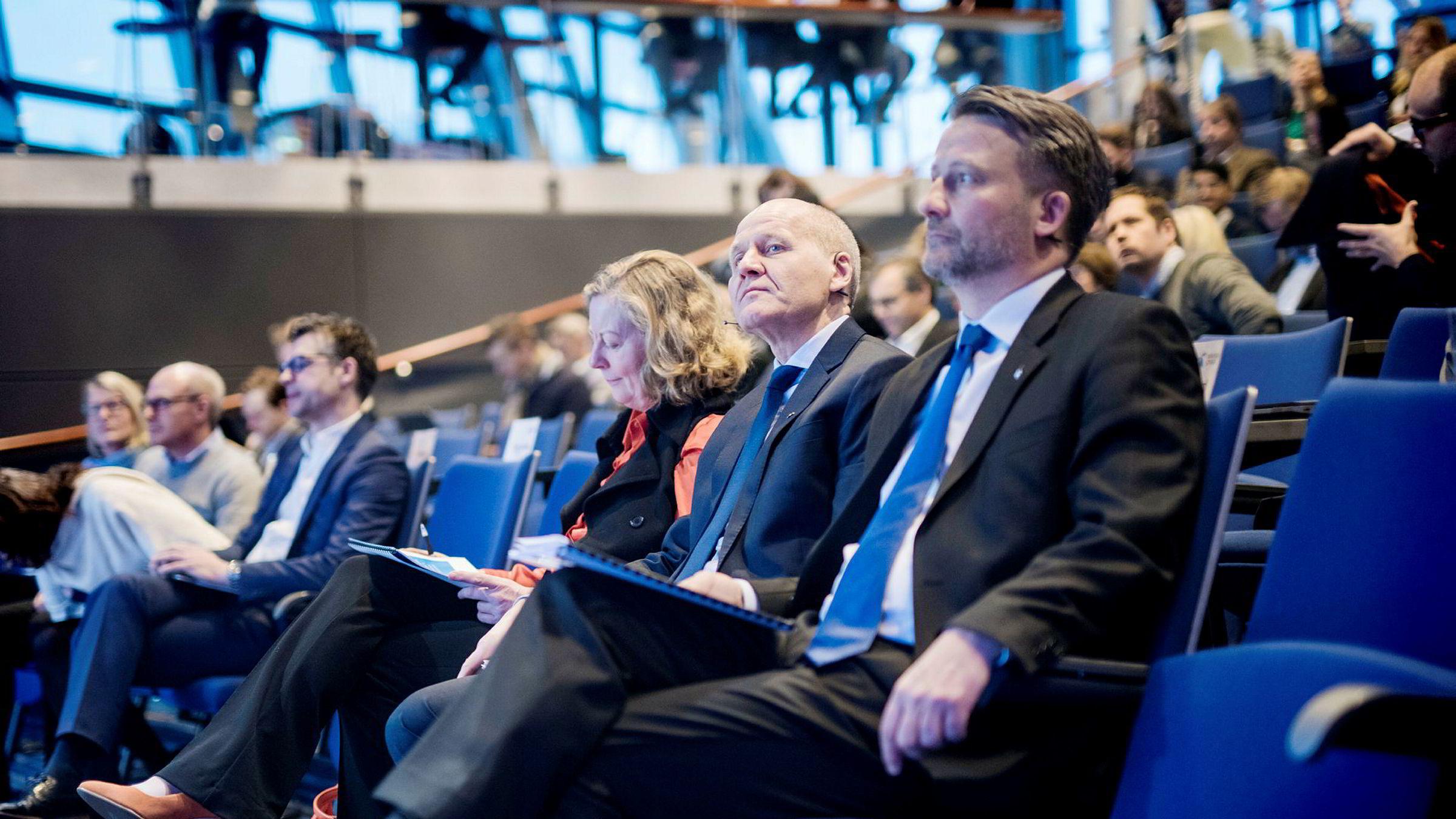 Konsernsjef i Telenor, Sigve Brekke, presenterte selskapets tall onsdag morgen. Ved siden av ham sitter Telenor Norge-sjef Berit Svendsen og finansdirektør Jørgen Rostrup.
