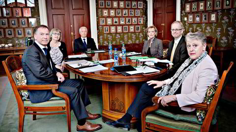 Dagens nobelkomité samlet. Fra venstre Olav Njølstad (sekretær), Tone Jørstad, Thorbjørn Jagland, Inger-Marie Ytterhorn, Henrik Syse (nestleder) og Berit Reiss-Andersen (leder).