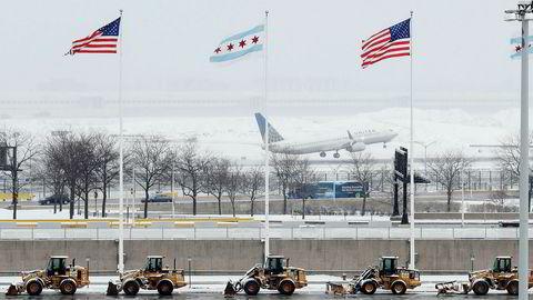 Bare her ved O'Hare-flyplassen i Chicago er over 400 flygninger kansellert mandag.