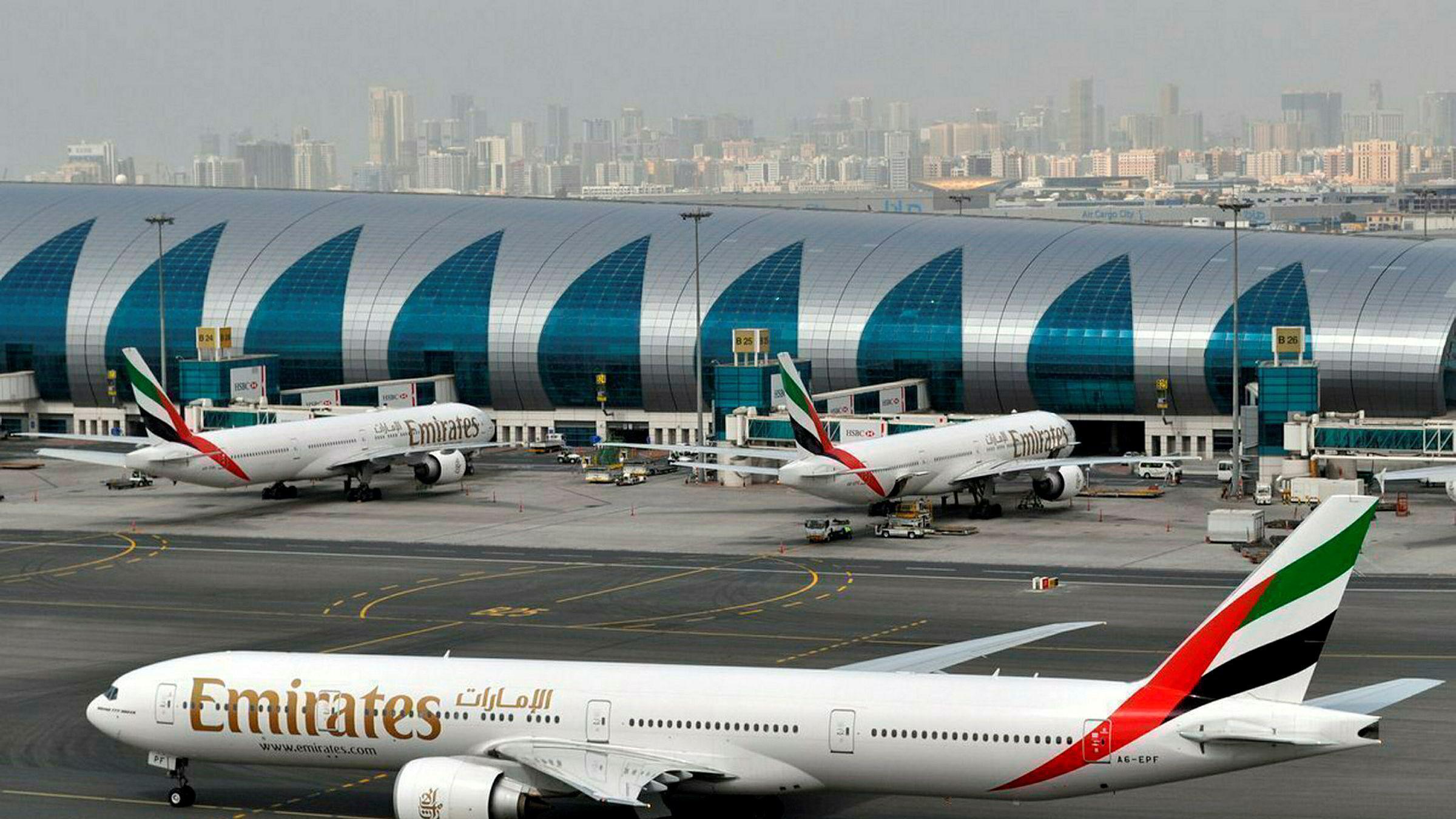 Emirates group vurderer å kutte 30.000 jobber. Bildet er tatt ved flyplassen i Dubai 2017.