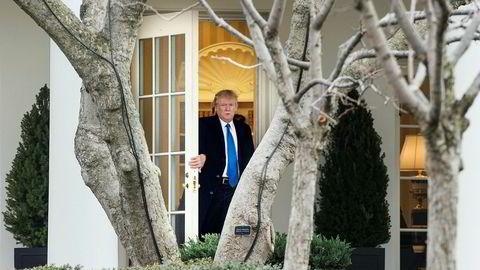 President Donald Trump er en svært upopulær mann teknologibransjen i Silicon Valley. Her på vei ut av Det ovale kontor i Det hvite hus.