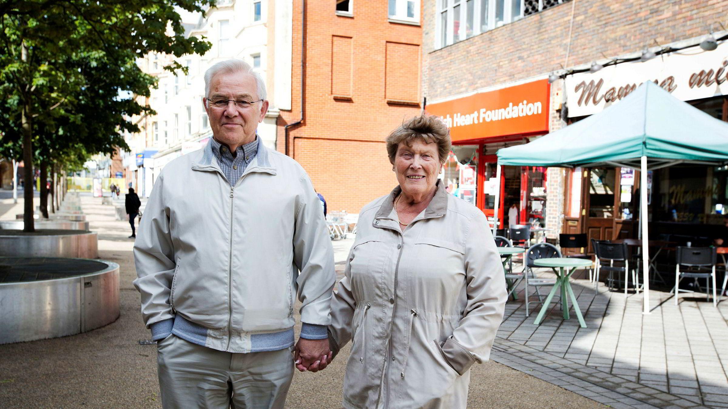 Ekteparet Pat og Jack Brayshaw (78) fra Redhill i Surrey synes det er rimelig at formuende eldre må betale mer for hjemmehjelp, også dersom det skulle gjøre barn og barnebarn arveløse.