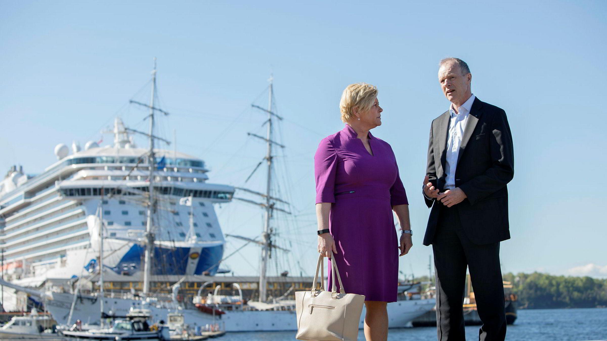 Finansminister Siv Jensen vil forlenge den gunstige skatteordningen for norske rederier. Rederiforbundets Sturla Henriksen er tilfreds. I bakgrunnen cruiseskipet «Regal Princess» – riktignok utenlandsk, men med Oljefondet som ikke ubetydelig aksjonær i eierselskapet.