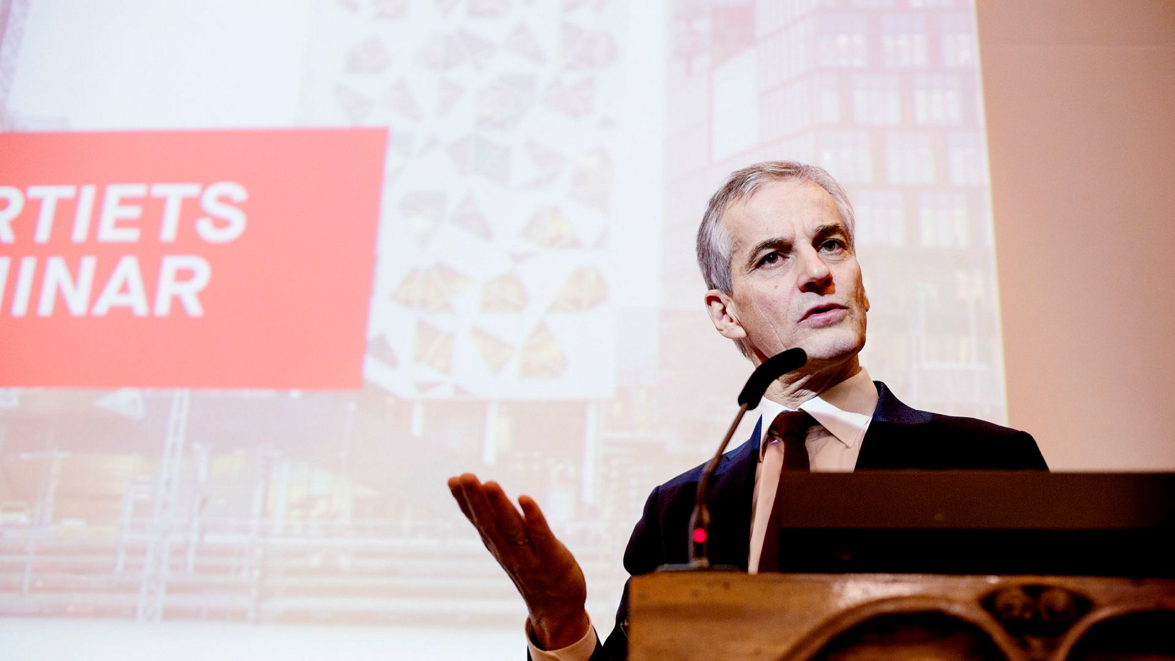 Partileder Jonas Gahr Støre har meldt seg ut av arbeidet med kommunereformen.