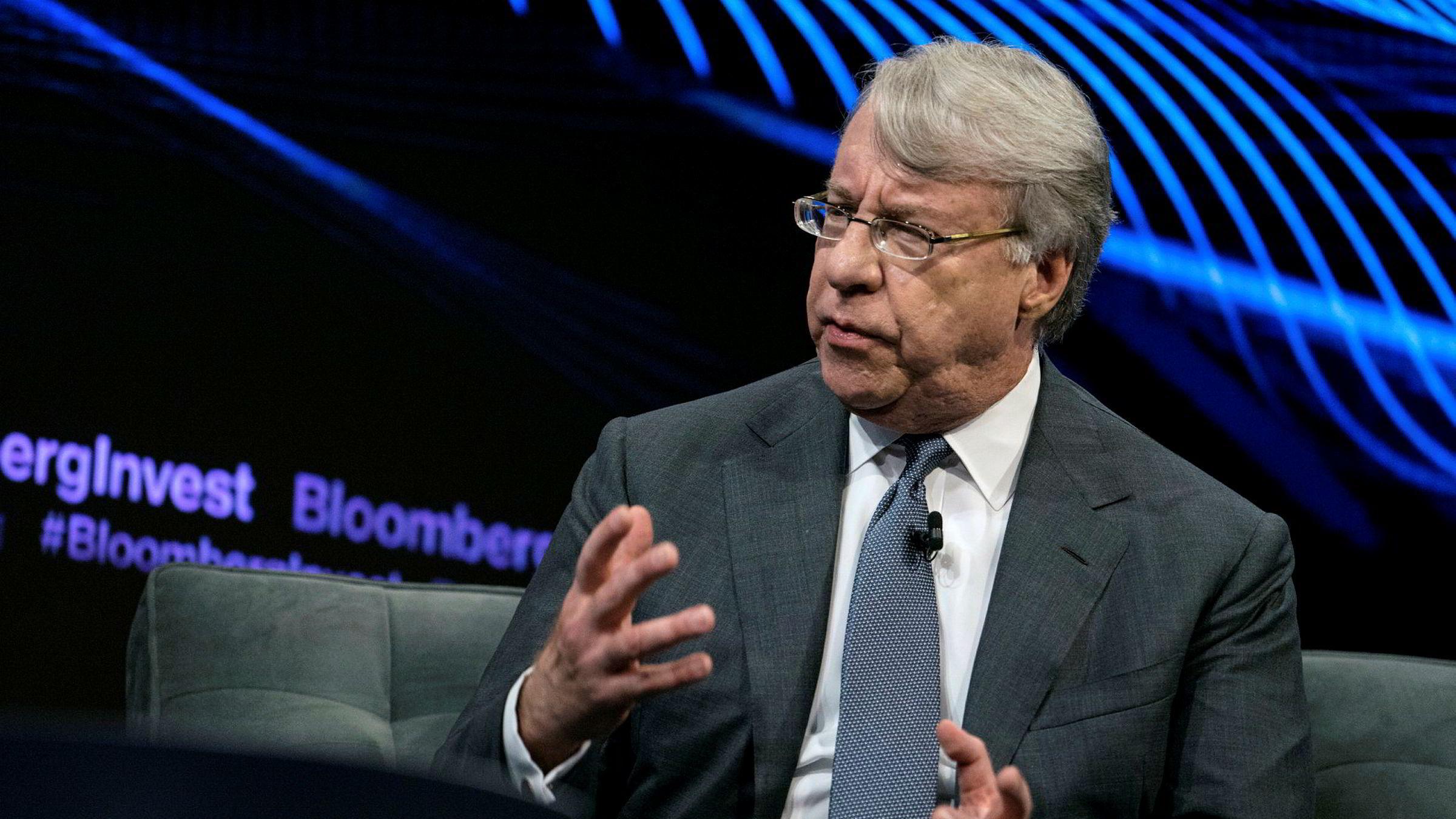 Jim Chanos er grunnlegger av Kynikos Associates, som er et av verdens største shorthedgefond, altså et hedgefond som vedder på kursfall i selskaper. Chanos er kjent for å ha truffet blink med å shorte energiselskapet Enron.