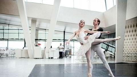 Å velge ballett som yrke har aldri vært drevet av et ønske om høy lønn, skriver artikkelforfatteren. Bildet viser et innslag fra «Svanesjøen» under sesongpresentasjonen til Den Norske Opera og Ballett i 2013.