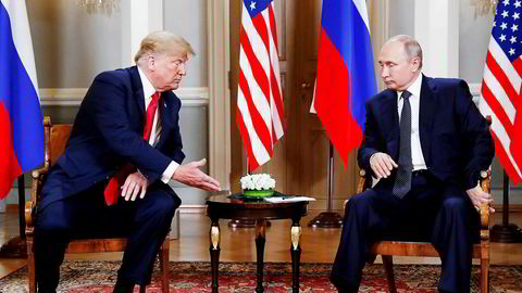 Den amerikanske presidenten, Donald Trump (til venstre) og den russiske presidenten Vladimir Putin møtes i Helsingfors i Finland mandag 16 juli.