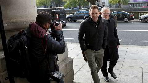 Østerrikeren Max Schrems (foran) saksøkte for flere år siden Facebook for brudd på europeiske personvernbestemmelser, og vant i 2015 frem mot Facebook i en epokegjørende avgjørelse i EU-domstolen.