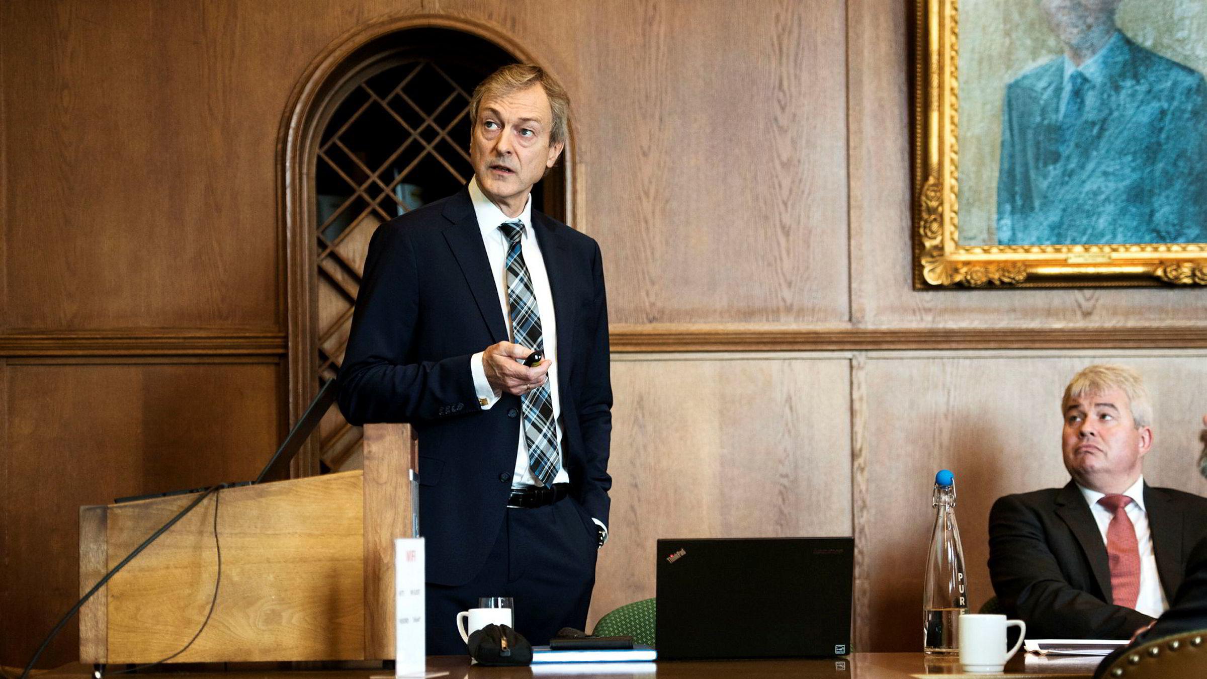 Administrerende direktør i Farstad Shipping Karl Johan Bakken (til venstre) kan få 3,5 millioner kroner i bonus mens finansdirektør Olav Haugland kan fåinntil 7,6 millioner kroner for å ha fått på plass en restruktureringsavtale.