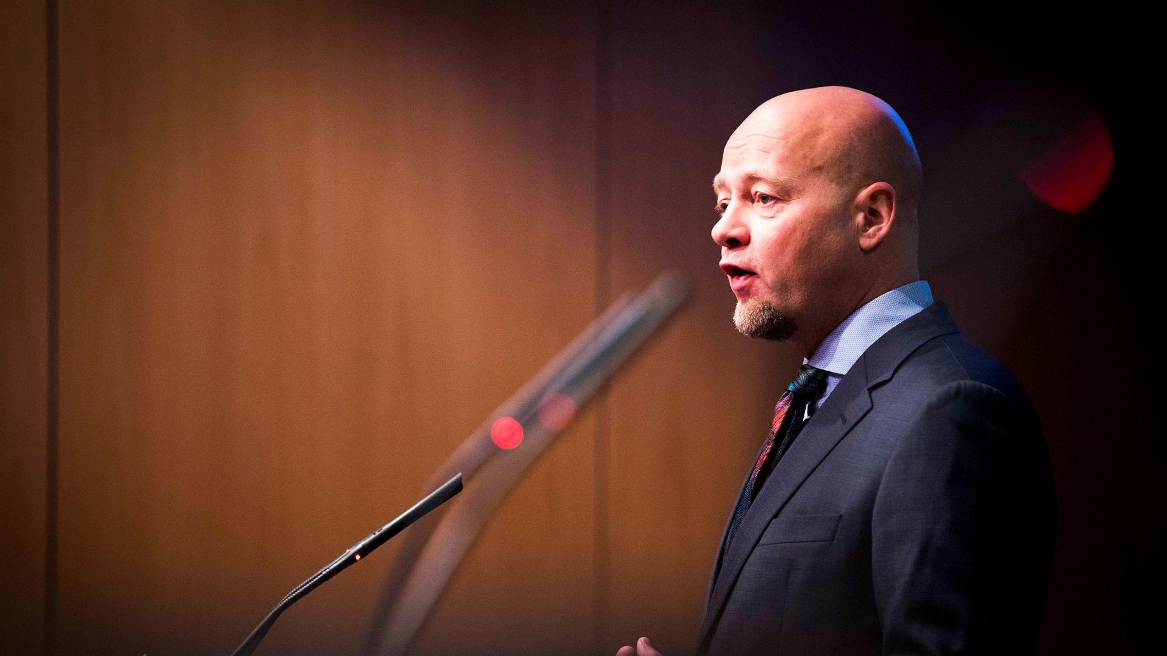 Administrerende direktør i Norges Bank Investment Management Yngve Slyngstad vil bruke fondets tyngde til å påvirke endringer i selskapers lønnsprogrammer.