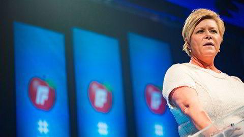 Frp-leder Siv Jensen talte til partifeller under landsmøtet på Gardermoen fredag.