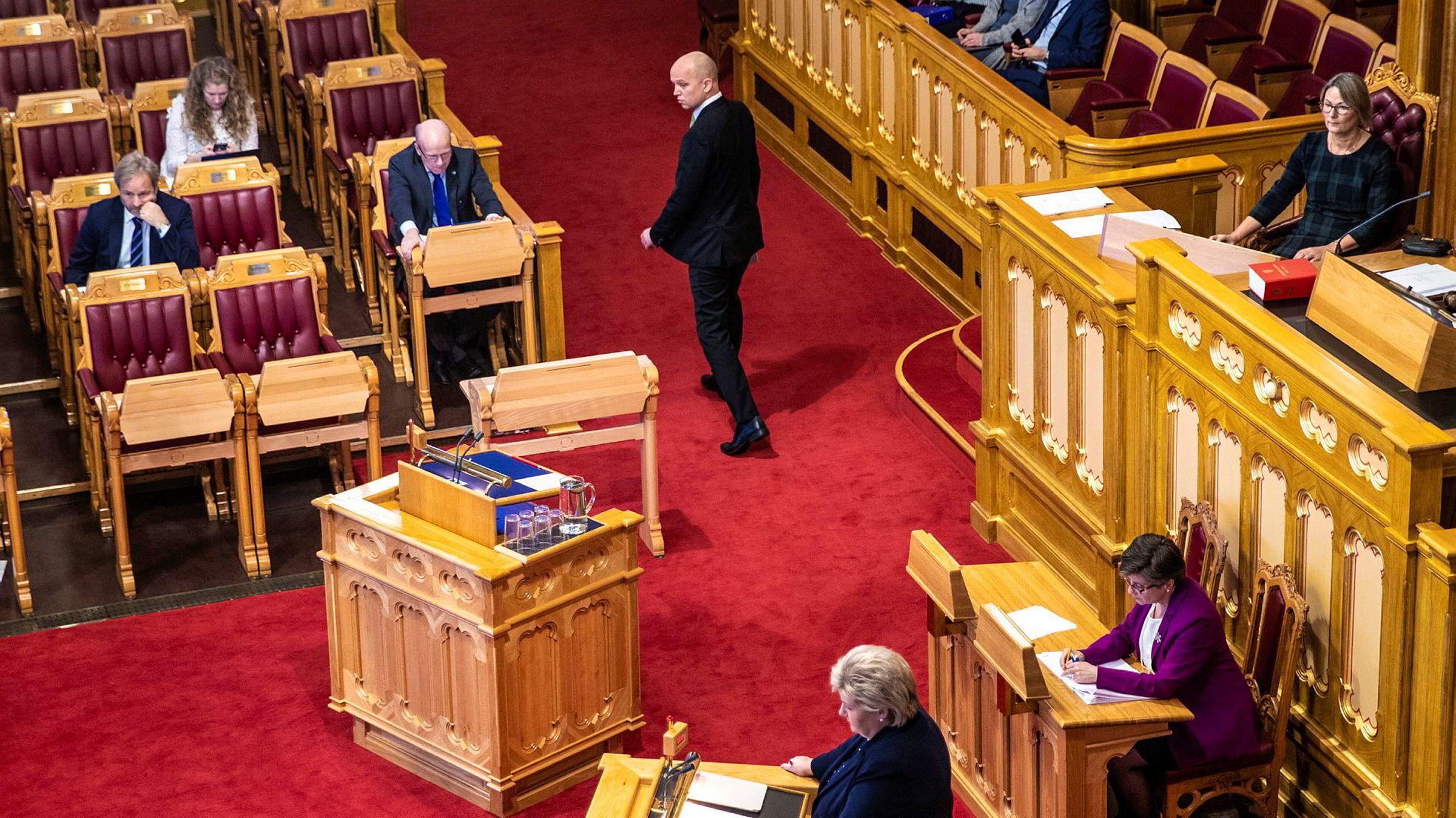 Senterparti-leder Trygve Slagsvold Vedum utfordret statsminister Erna Solberg om handelsbalansen under finansdebatten i Stortinget.