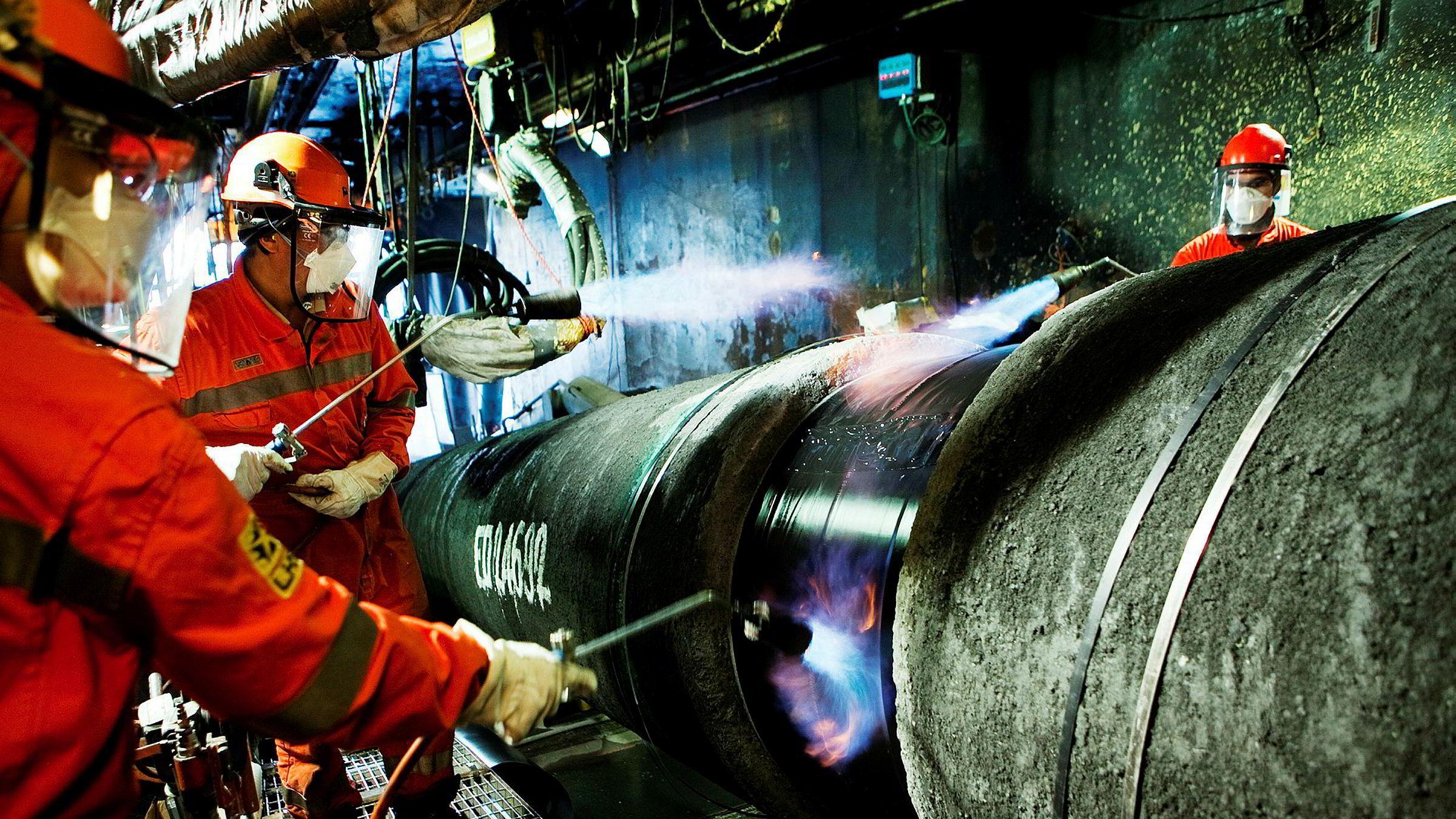 Arbeidere jobber med legging av Nord Stream-gassrørledningen i Østersjøen i 2011.