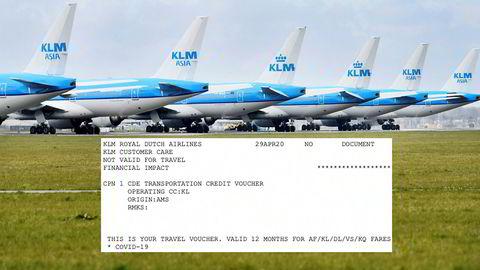 KLM-fly står på bakken ved Schiphol utenfor Amsterdam. Passasjerene får en tilgodelapp i stedet for pengene tilbake.