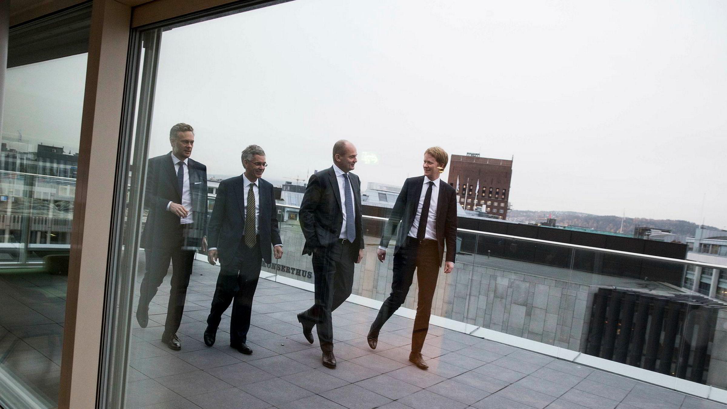 Fra nyttår er partner Preben Willoch (fra venstre) og Christian F. Michelet i Michelet & Co en del av advokatfirmaet Schjødt i Vika i Oslo. Her med styreleder Olav Kolstad og leder Sverre B. Bjelland i olje- og offshoreteamet til Schjødt.