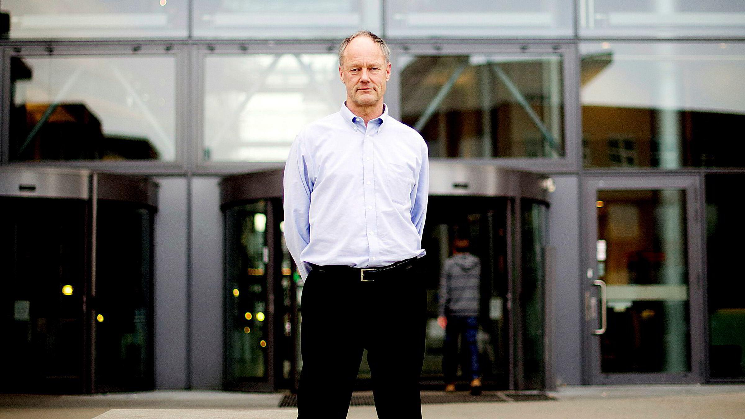 BI-professor Petter Gottschalk reagerer på at Nav-svindel straffes hardere enn hvitsnippforbrytelser.