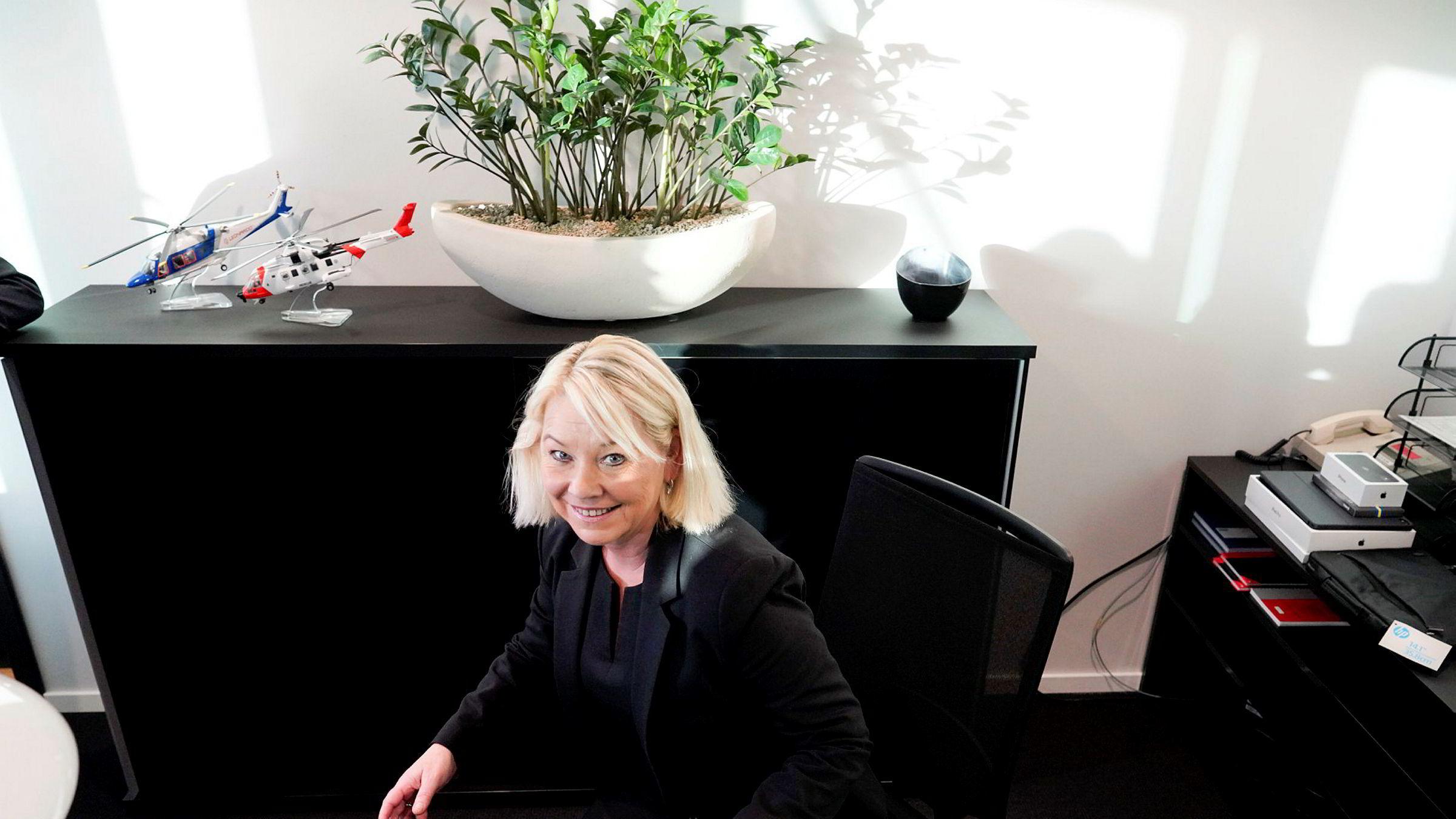 Nyutnevnt Justis- og beredskapsminister Monica Mæland (H) må raskt ta stilling til om inkassogebyrer skal reduseres.