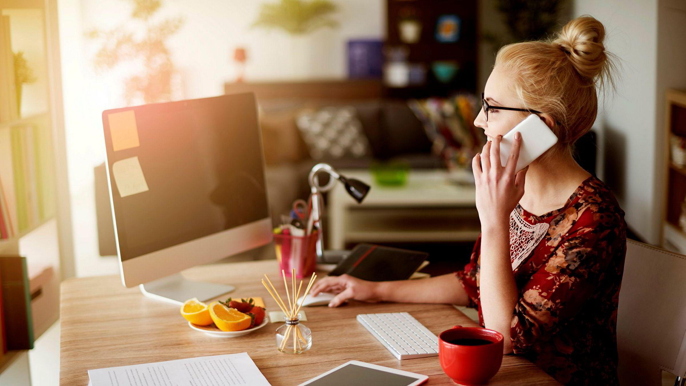 «Digitaliseringen skal gi mer frihet, ikke mindre. Men nå opplever mange arbeidstagere at arbeidsgiver får i pose og sekk ved at vi er på kontoret i åtte timer og i tillegg er tilgjengelig på fritiden», skriver innleggsforfatteren.