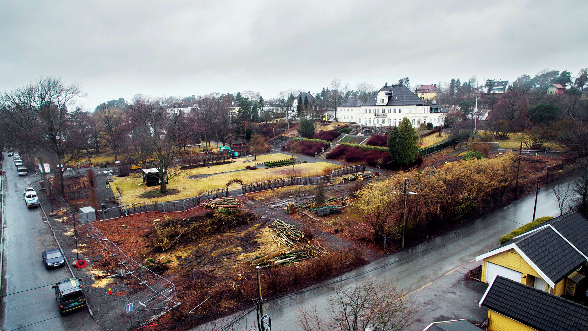 Eiendomsinvestor Tore Eiklid kjøpte hele tomten på Bygdøy i Oslo for 68 millioner kroner i 2014. To år senere solgte han halvparten for rundt 130 millioner kroner. Han har selv beholdt hovedhuset. Rundt parken skal det bygges boliger.
