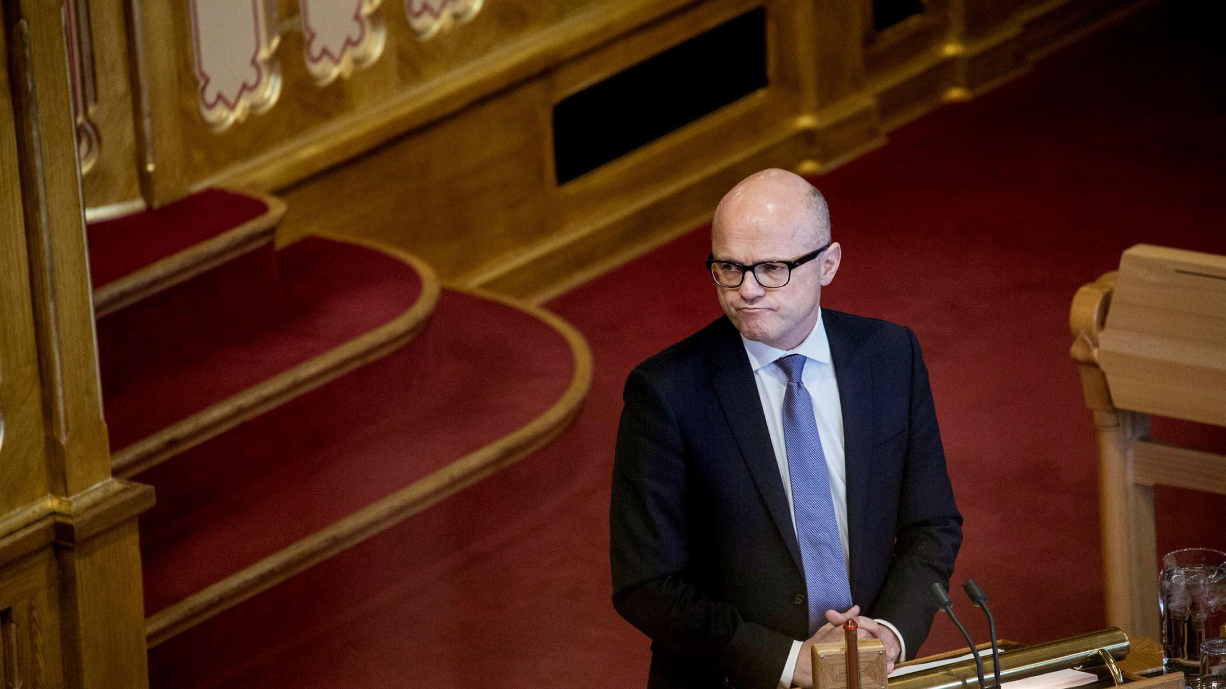 Det ble ulv igjen for klima- og miljøminister Vidar Helgesen da han stilte i Stortingets spontanspørretime onsdag.
