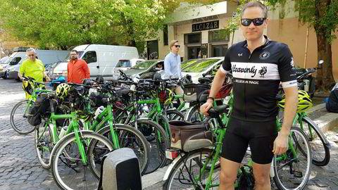 Thomas Solbakken, daglig leder for vandre- og sykkelturselskapet Oliven Reiser, er nødt til å få på plass en ny garanti for å kunne selge reiser.