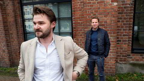 – Alle blir skadelidende. Mediene får ikke pengene, annonsørene får ikke det de betaler for og mediebyråene risikerer å miste tillit, sier Jakob Skåltveit (bak) og Arvid Cedergren i Amidays.