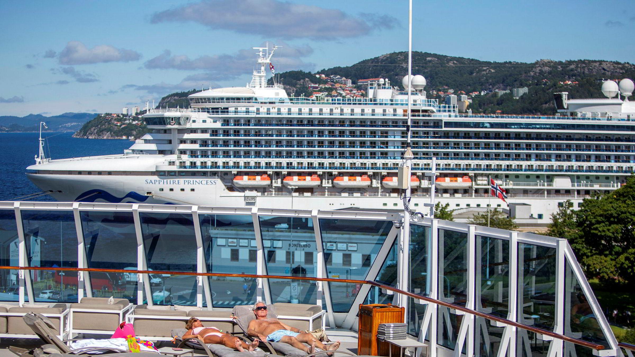 – Cruiseskipene forurenser så mye at vi er nødt til å redusere antall anløp, mener Kristin Krohn Devold i NHO Reiseliv. Hun vil heller satse på mellomeuropeere som bruker mye penger og blir i Norge lenge.