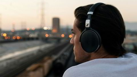 De beste støydempende hodetelefonene er dyre, men det finnes alternativer under 2000 kroner også.
