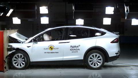 Tesla Model X imponerer i kollisjonstesten utført av Euro NCAP.