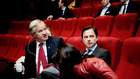Fra venstre konsernsjef Bjørn Kjos og finansdirektør Frode Foss i Norwegian. Torsdag ble det kjent at Foss går av. Norwegian-aksjen faller mer enn åtte prosent på børsen.