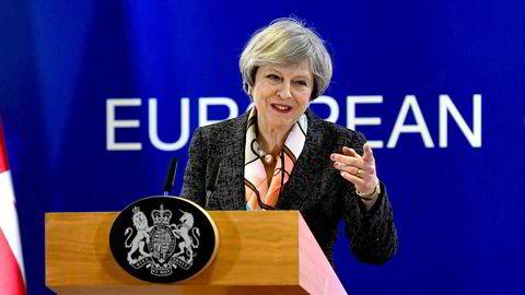 Britenes statsminister Theresa May får en tøff jobb med å sørge for at Storbritannia går ut av Den europeiske unionen og samtidig holde den britiske unionen samlet. Her fra en pressekonferanse i Brussel sist måned.